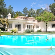 Luxurious Villa in Quinta do Conde With Private Terrace
