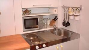 Kühlschrank, Mikrowelle, Toaster, Hochstuhl