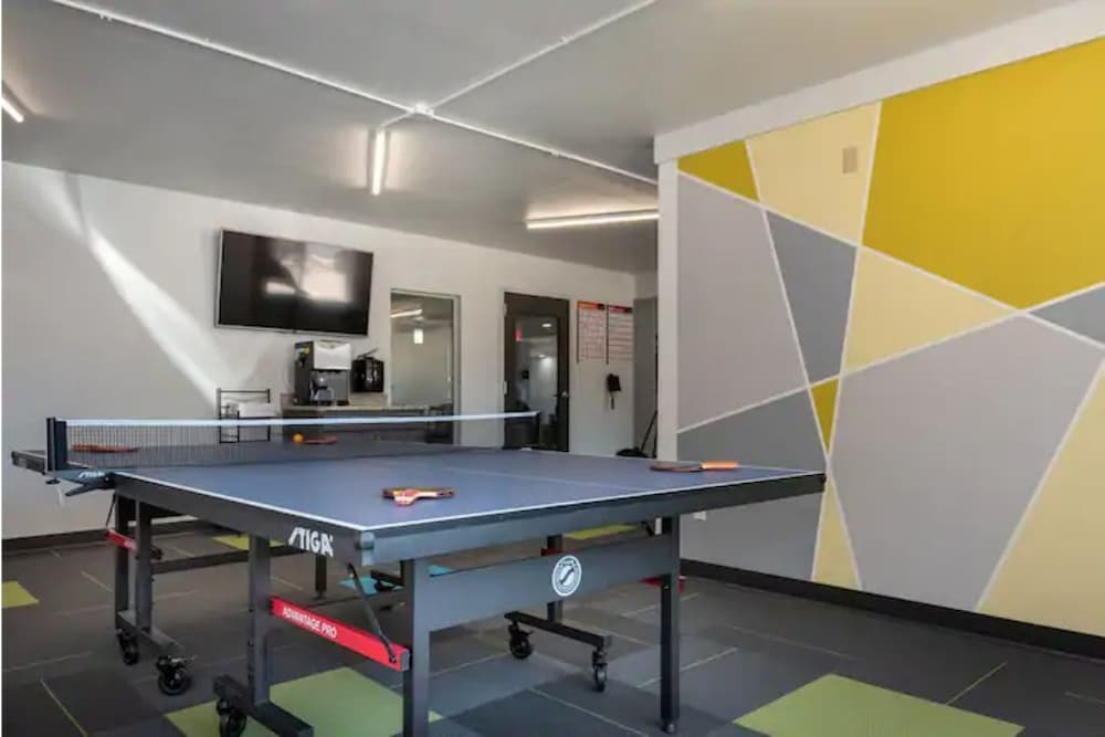 Game Room, 2BR Apt & Hotel Amenities for an Epic Stay!