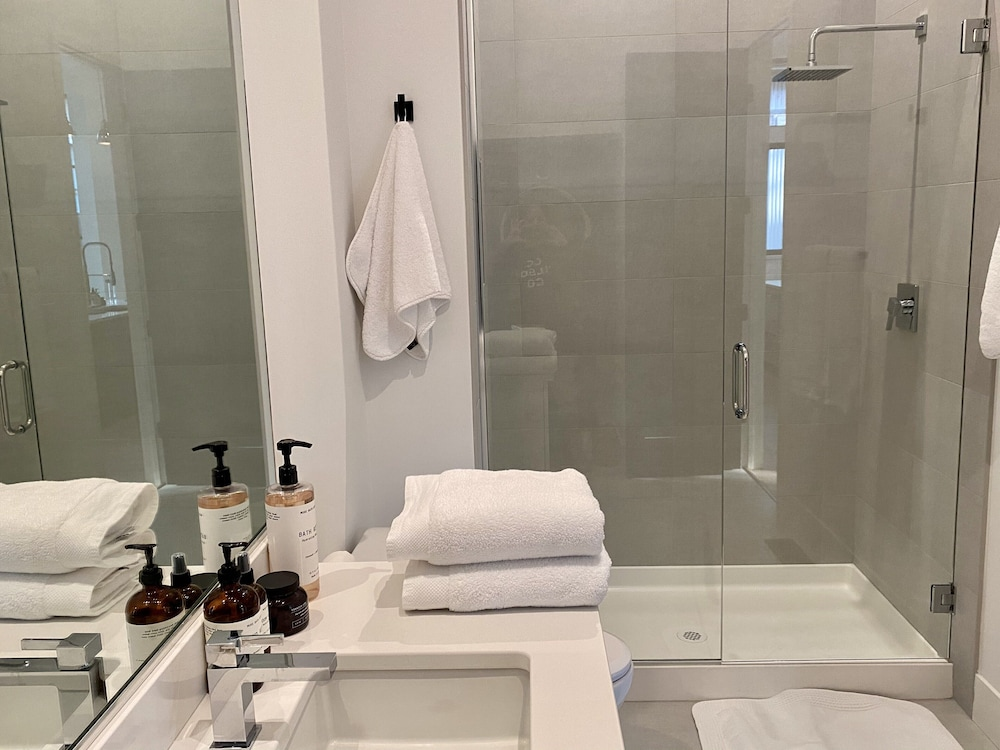 Bathroom, NEW Luxury Executive Suite Located in the Heart of the City!