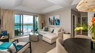 Rose Quartz - 2 Bedroom Luxury Suite With Ocean and Pool Views