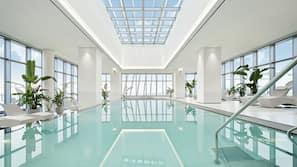 2 개의 실내 수영장, 3 개의 야외 수영장, 09:00 ~ 22:00 오픈, 카바나(요금 별도), 일광욕 의자