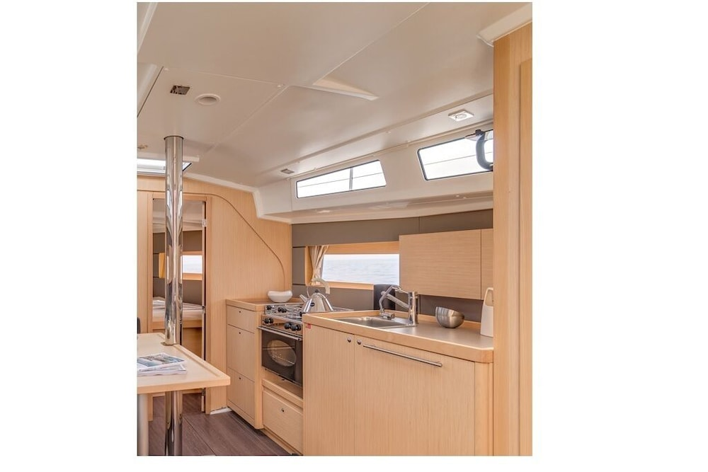 Private Kitchen, Moonlight Bay - Beautiful new Beneteau 38 in Key West Florida