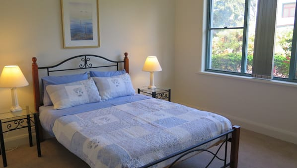 2 bedrooms, iron/ironing board, bed sheets