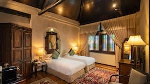 Premium bedding, Select Comfort beds, free minibar, in-room safe