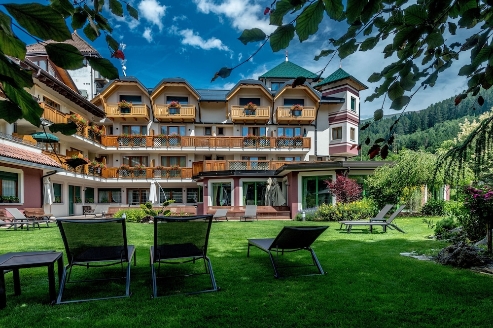 Tevini dolomites charming hotel in trento province hotel for Quaint hotel