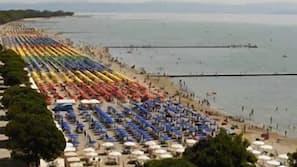 Private beach nearby, beach cabanas, sun loungers, beach umbrellas