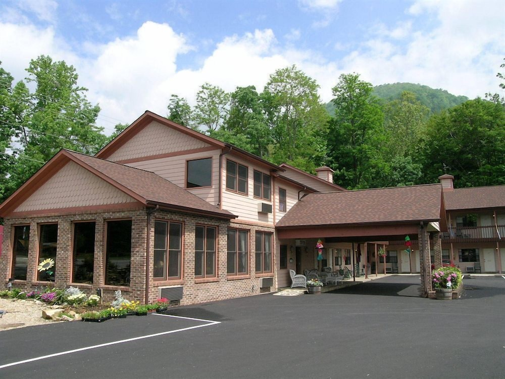 Front of Property, Jonathan Creek Inn and Villas