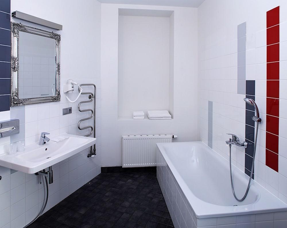 Rixwell terrace design hotel deals reviews riga latvia for Design apartment riga
