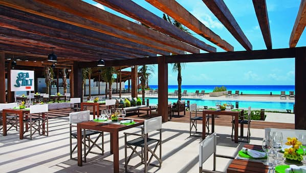 7 restaurants, breakfast, lunch and dinner served, Mexican cuisine
