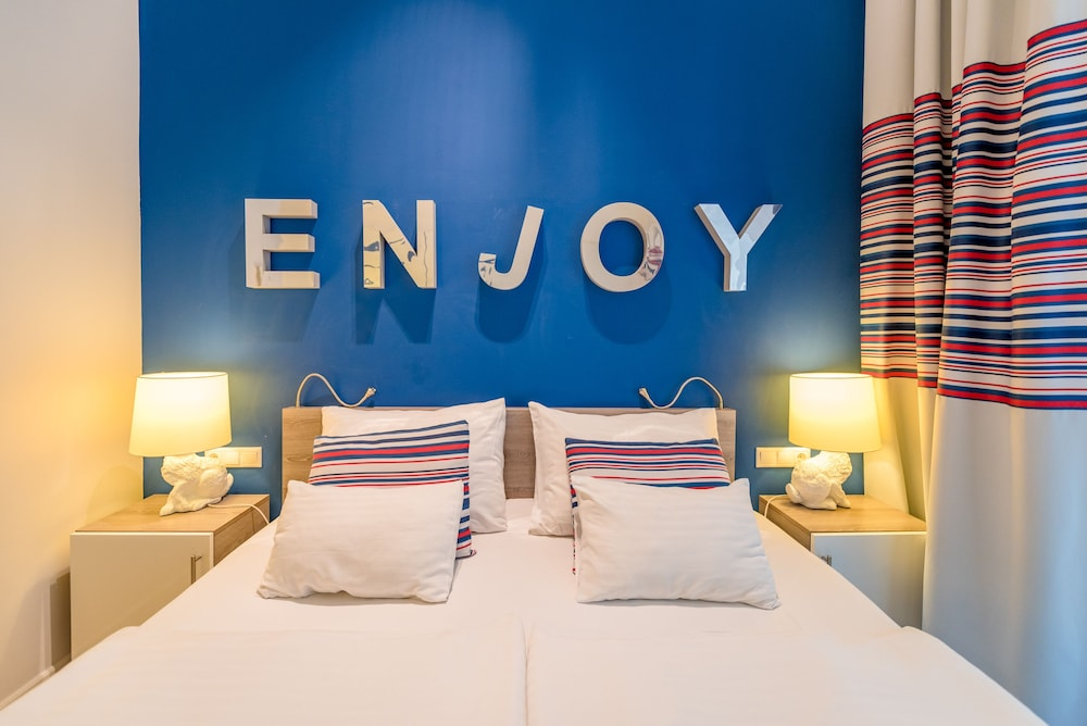 Room, Estilo Fashion Hotel