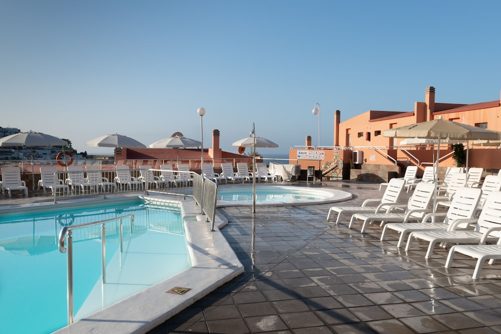 Outdoor Pool, Marina Elite