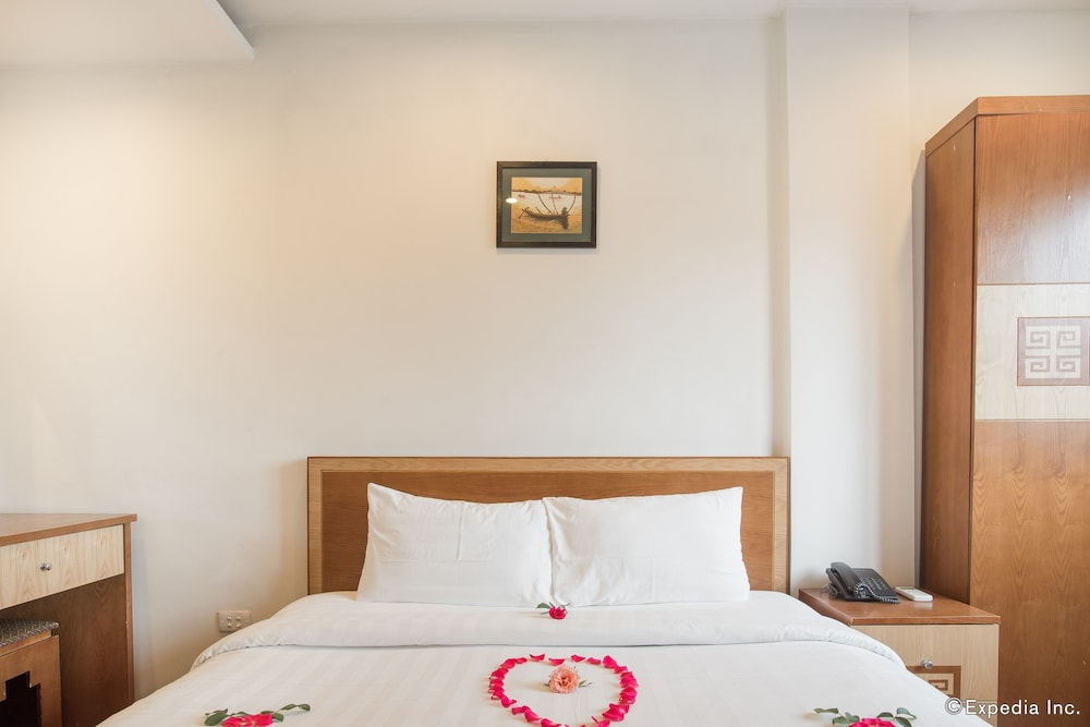 Hanoi charming hotel hoan kiem vietnam expedia for Charming hotels