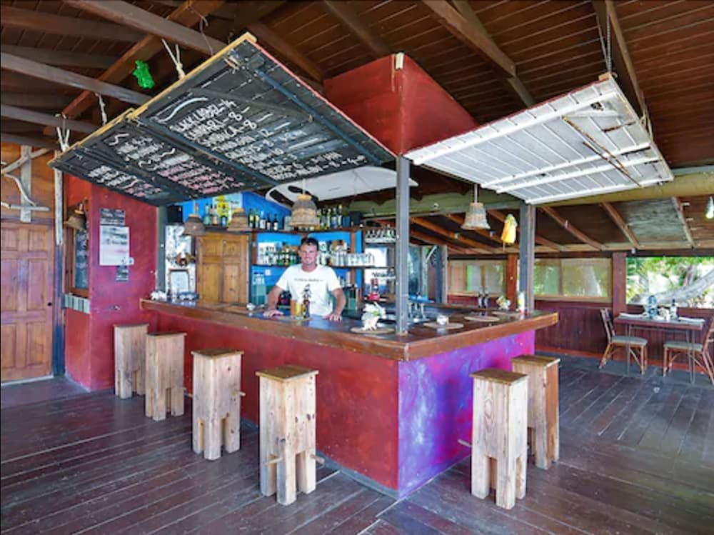 Bar, MoonRaker Beach Hotel