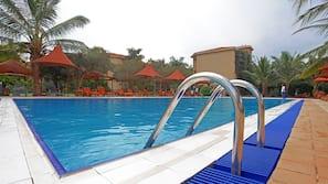 2 outdoor pools, free cabanas, sun loungers