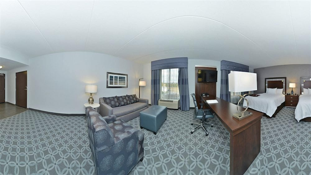 Living Area, Hampton Inn & Suites Columbia/Southeast-Ft. Jackson