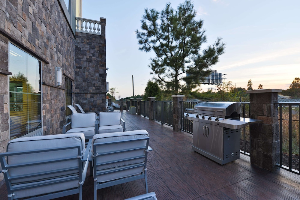 Terrace/Patio, Hampton Inn & Suites Columbia/Southeast-Ft. Jackson