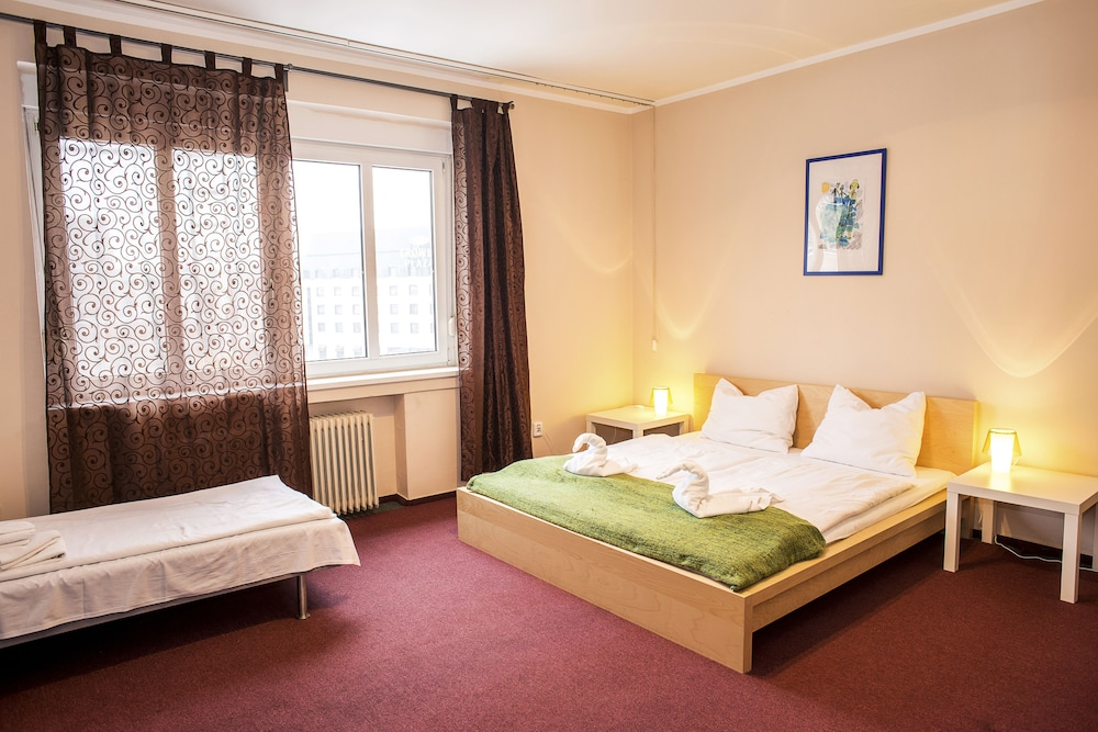 Room, Pension Petit