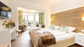 Hypo-allergenic bedding, down duvet, in-room safe