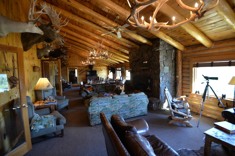 Lobby Lounge, Heart 6 Ranch