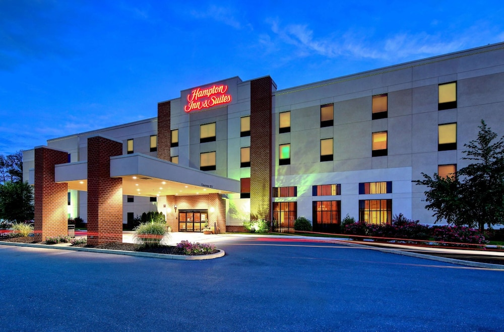 Exterior, Hampton Inn & Suites Harrisburg/North, PA