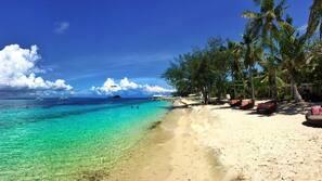 Plage, sable blanc, serviettes de plage, plongée sous-marine