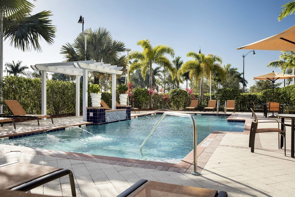 Outdoor Pool, Courtyard by Marriott Miami Homestead