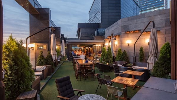 Rooftop bar, al fresco dining