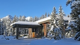 Mountaineer Lodge - Lake Louise Hotels