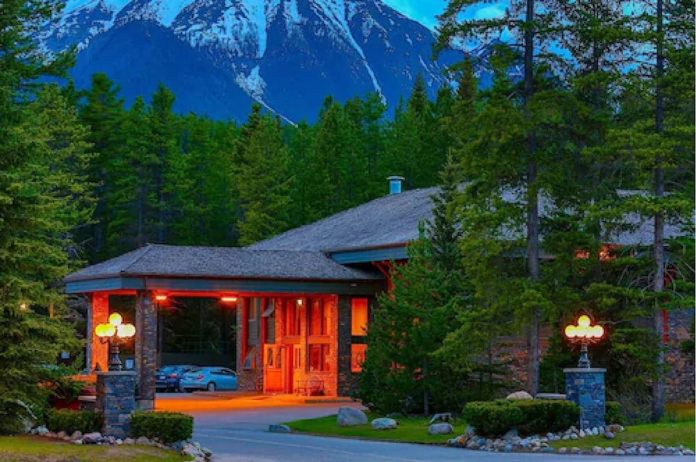 Featured Image, Mountaineer Lodge