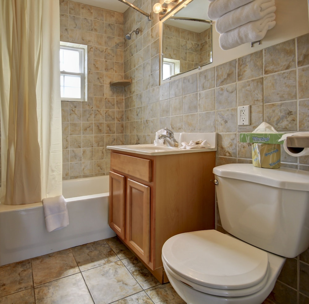 Bathroom, Ambassador Inn