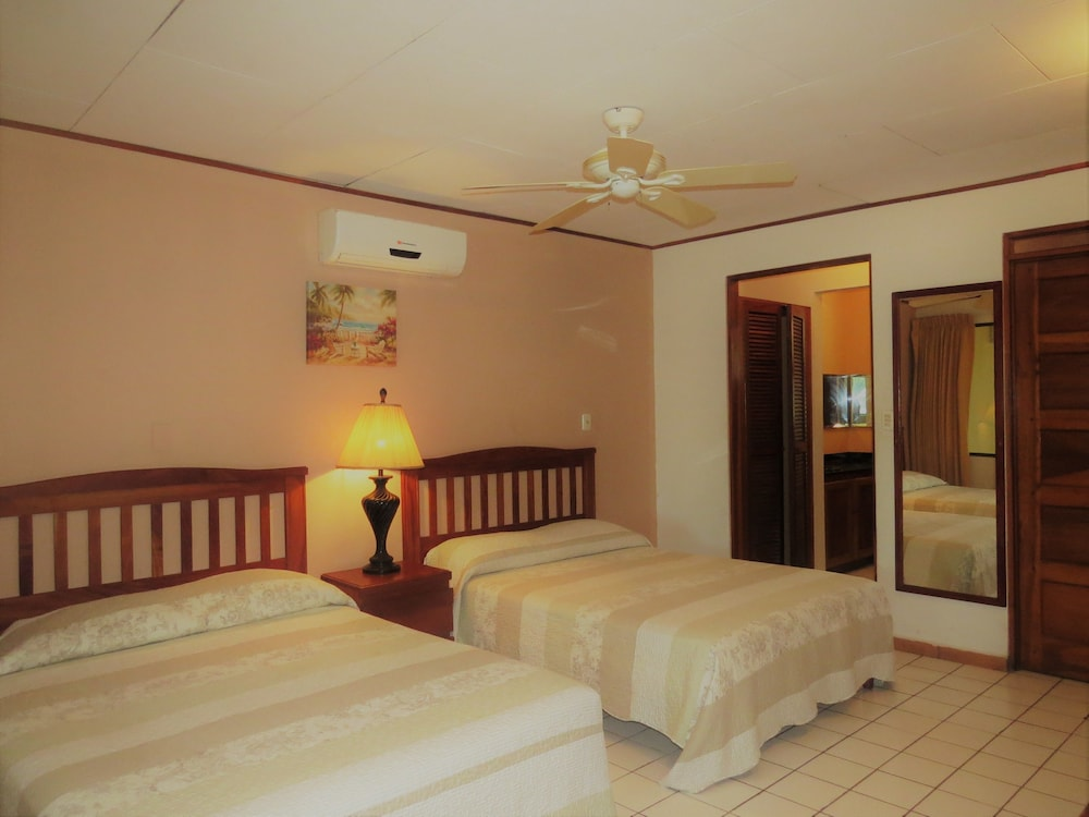 Room, Flamingo Marina Resort