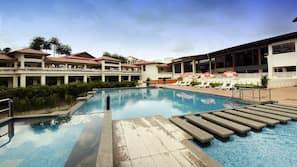Outdoor pool, free pool cabanas