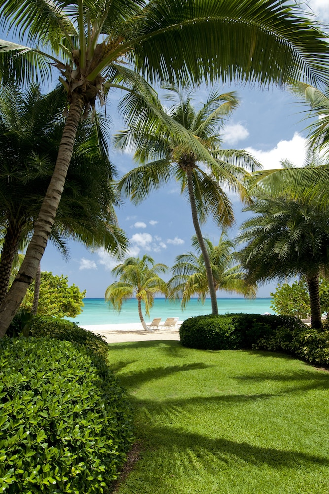 Property Grounds, Caribbean Club Luxury Condo Hotel