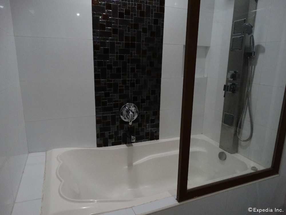 Deep Soaking Bathtub, Hotel Sogo Malate