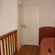 Two Bedrooms Apartment for 7 - Guestroom