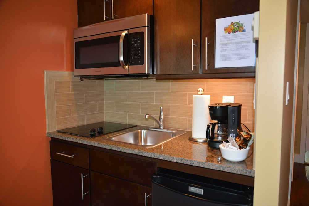 Private Kitchen, Rosedale Condominiums