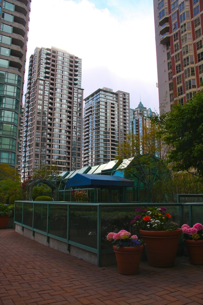 Courtyard, Rosedale Condominiums