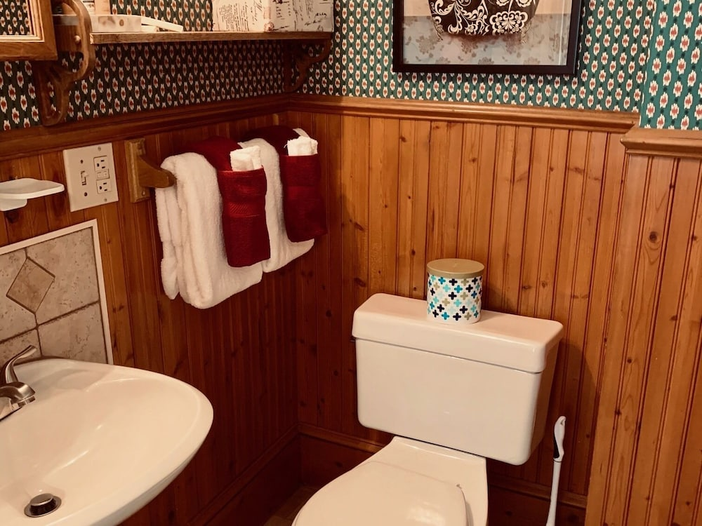 Bathroom, Captain Mey's Inn