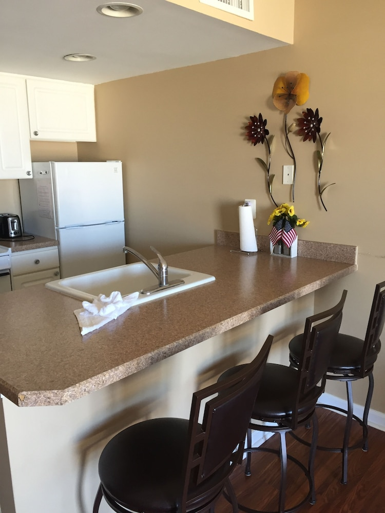 Private Kitchen, Surf Song Beach Resort of North Wildwood