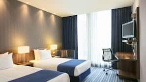 Daunenbettdecken, Zimmersafe, individuell eingerichtet, Schreibtisch