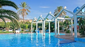 5 piscinas al aire libre, sombrillas