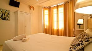 Premium bedding, Select Comfort beds, iron/ironing board, free WiFi