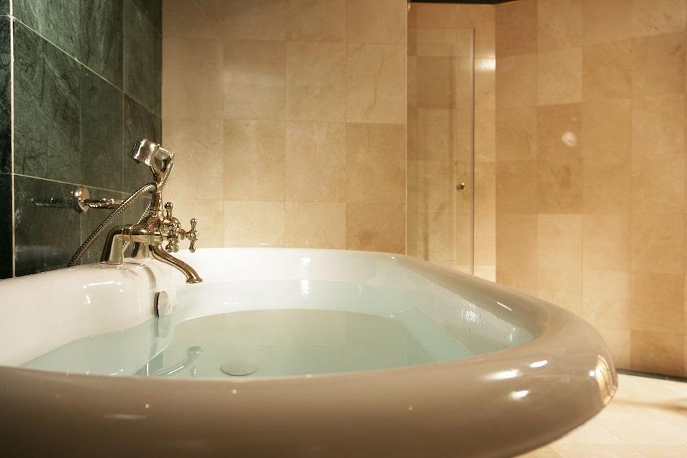 baignoire peu profonde meilleures images d 39 inspiration. Black Bedroom Furniture Sets. Home Design Ideas