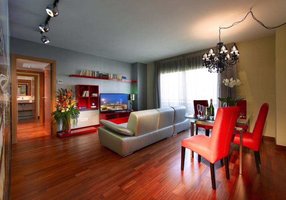 Deluxe Apartment, 3 Bedrooms - Featured Image