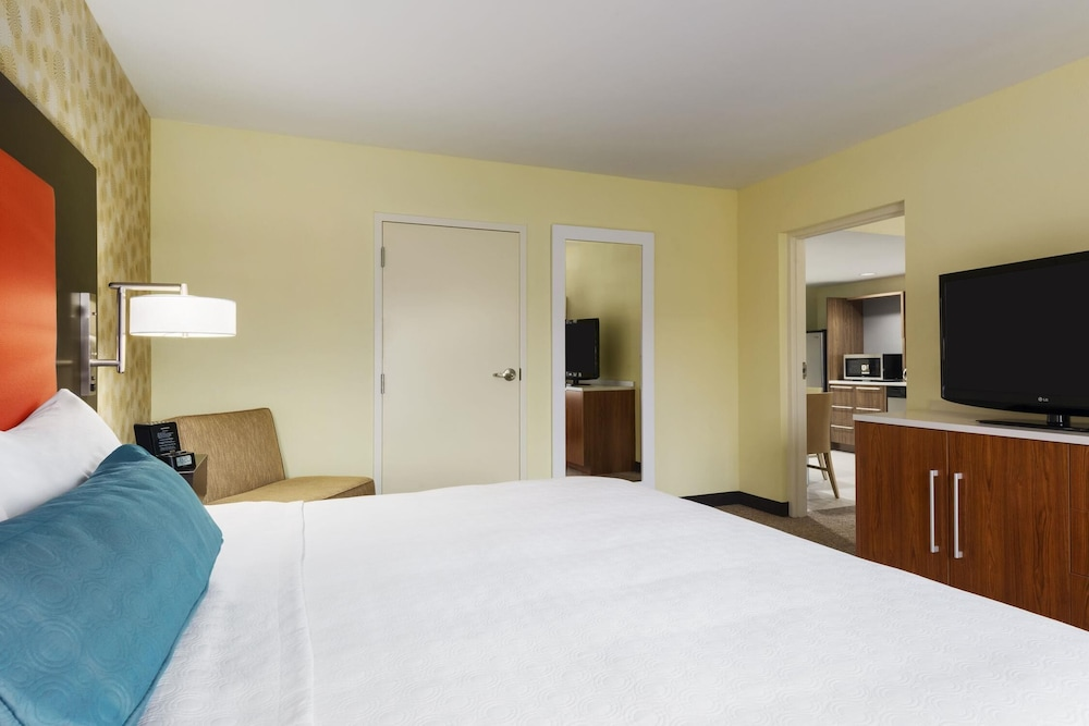 Room, Home2 Suites by Hilton Charlotte I-77 South, NC