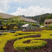 Mikie Holiday Resort & Hotel