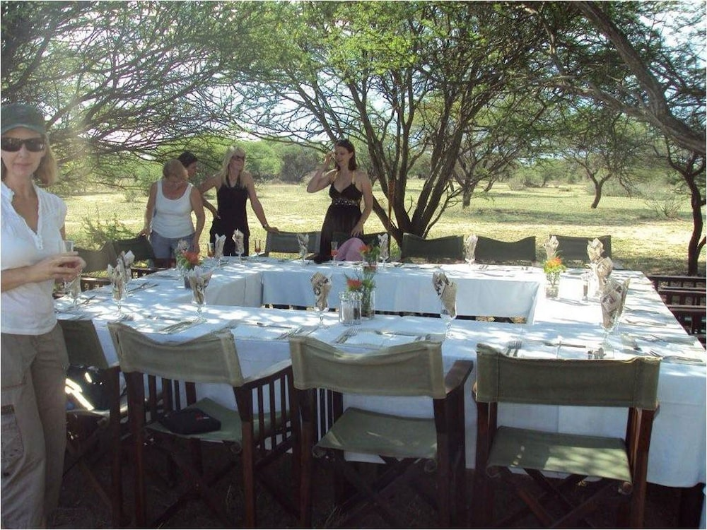 Outdoor Banquet Area, Ditholo Game Lodge