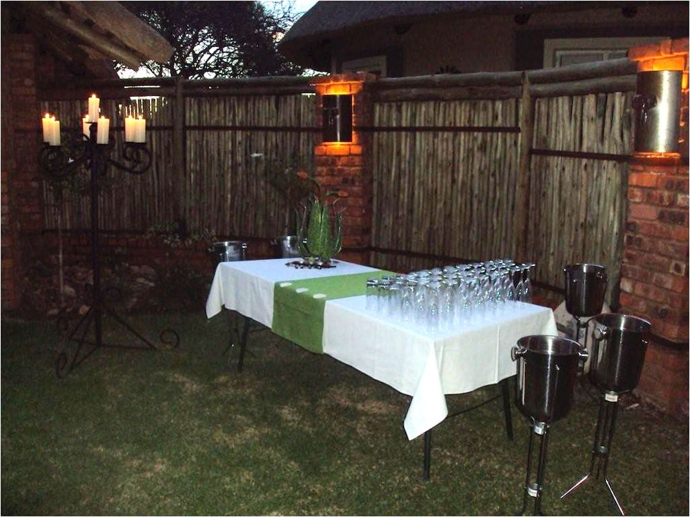 Outdoor Dining, Ditholo Game Lodge