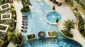 室內泳池、室外泳池;06:30 至 23:00 開放;免費小屋、泳池傘
